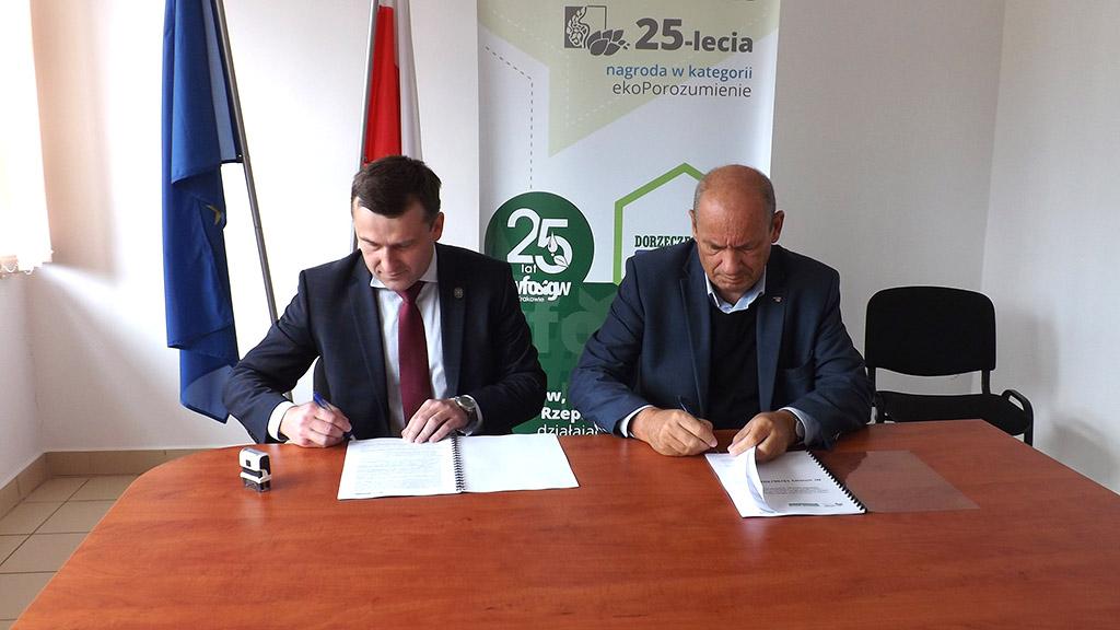 Podpisanie umowy - nadzór budowy sieci w Rzepienniku Suchym